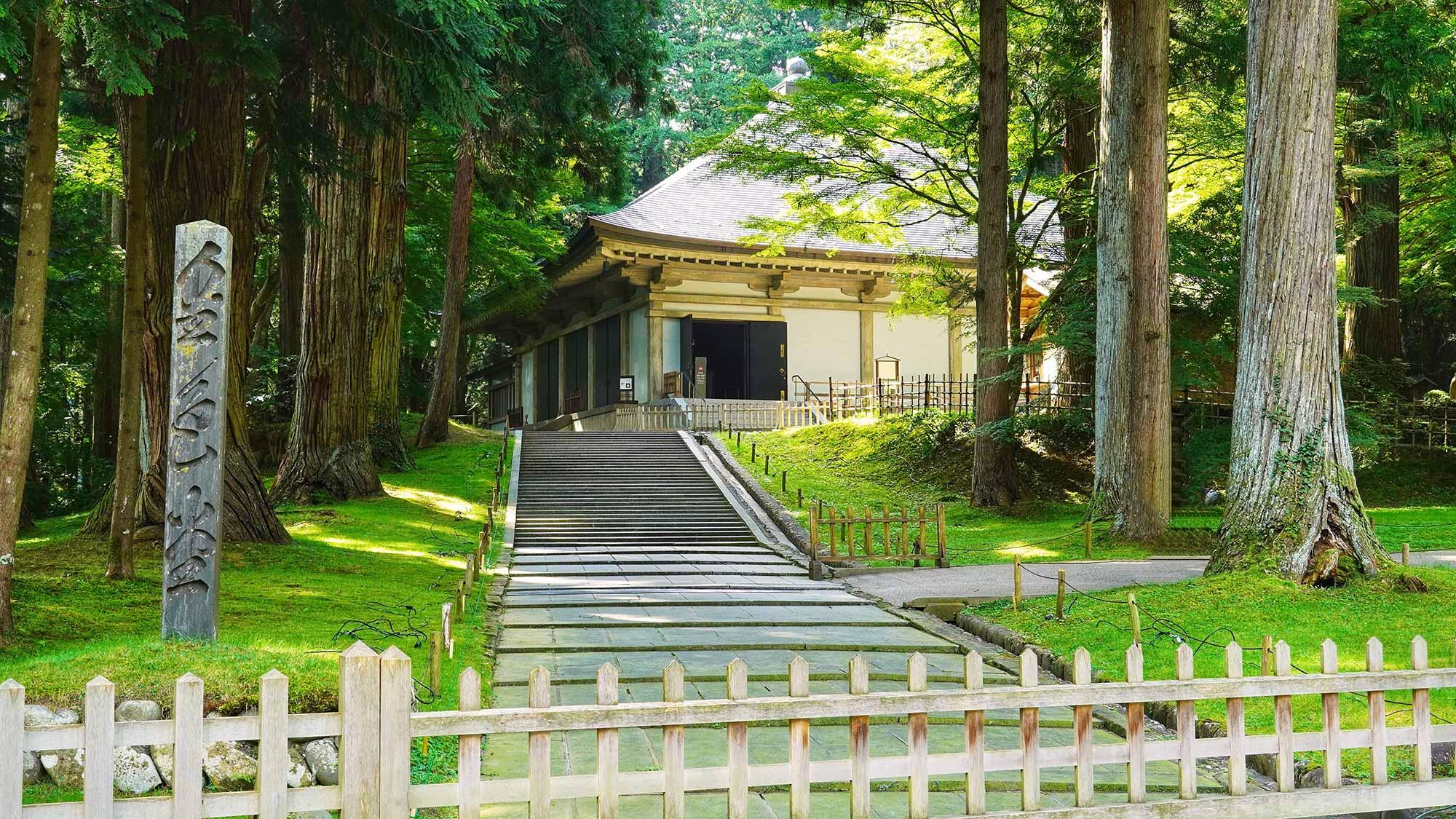 中尊寺の金色堂覆堂