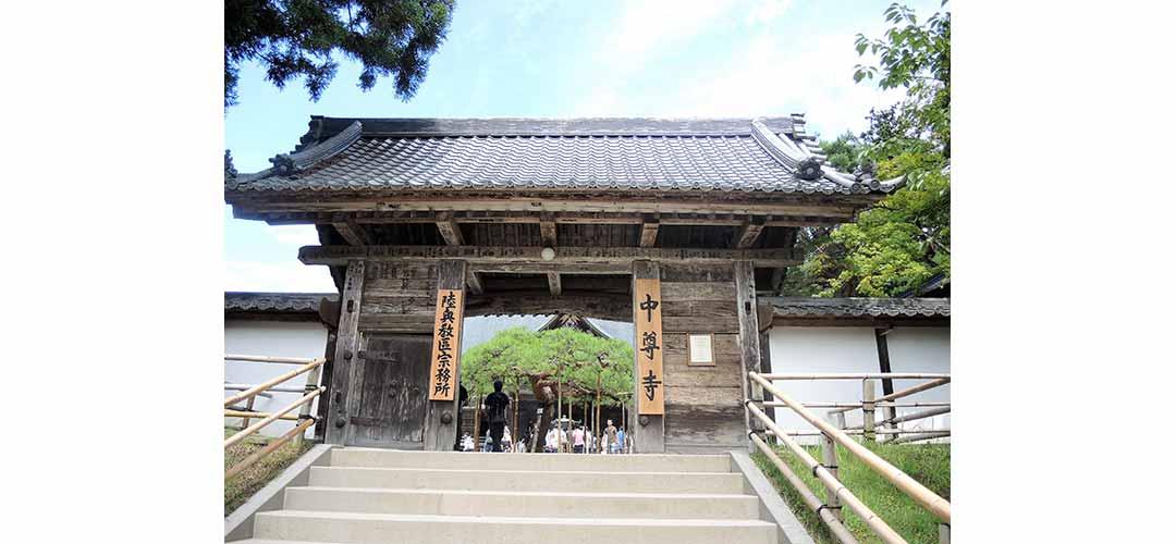中尊寺本堂の門