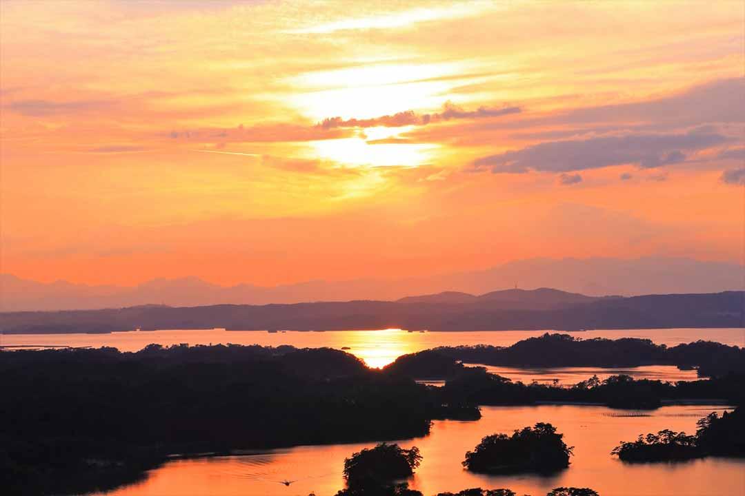 夕日に染まる松島