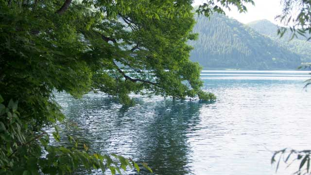 夏の田沢湖