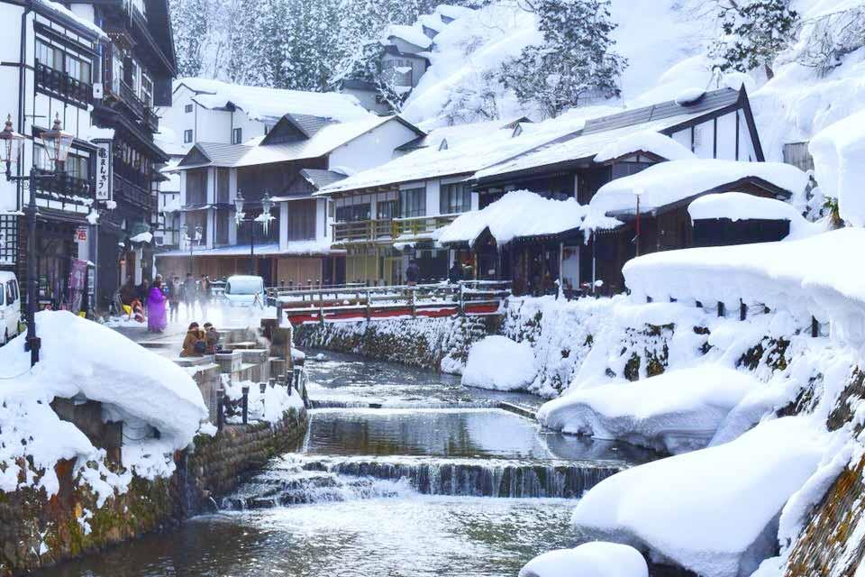 雪景色の銀山温泉