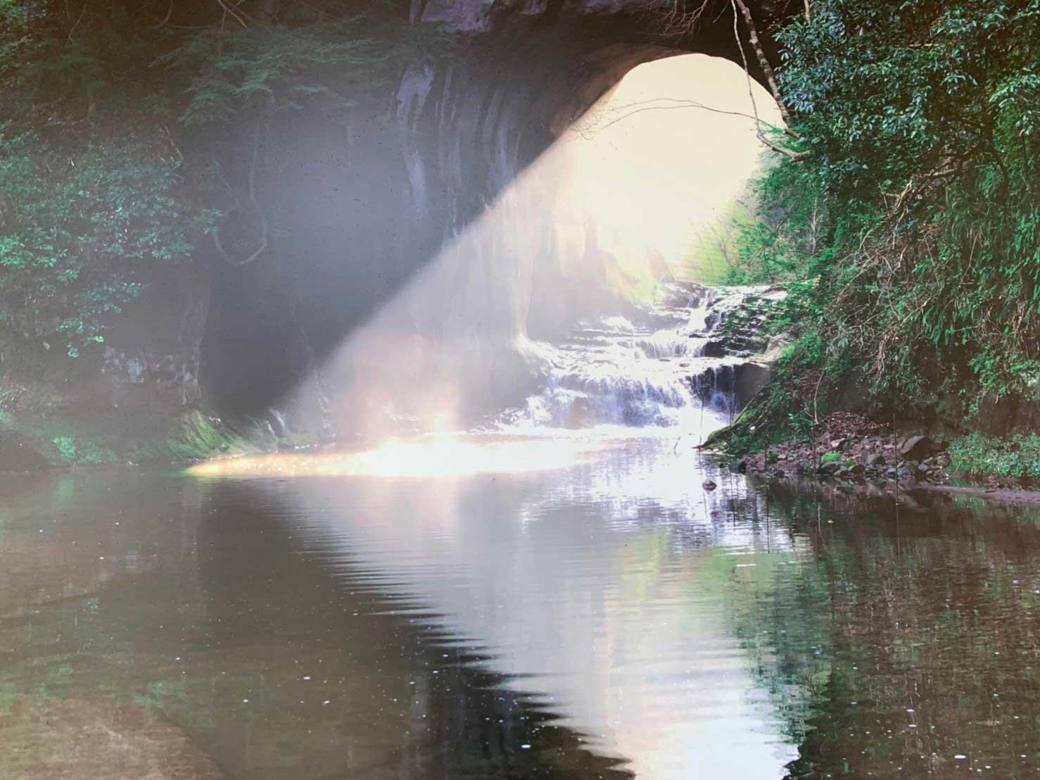 濃溝の滝 亀岩の洞窟