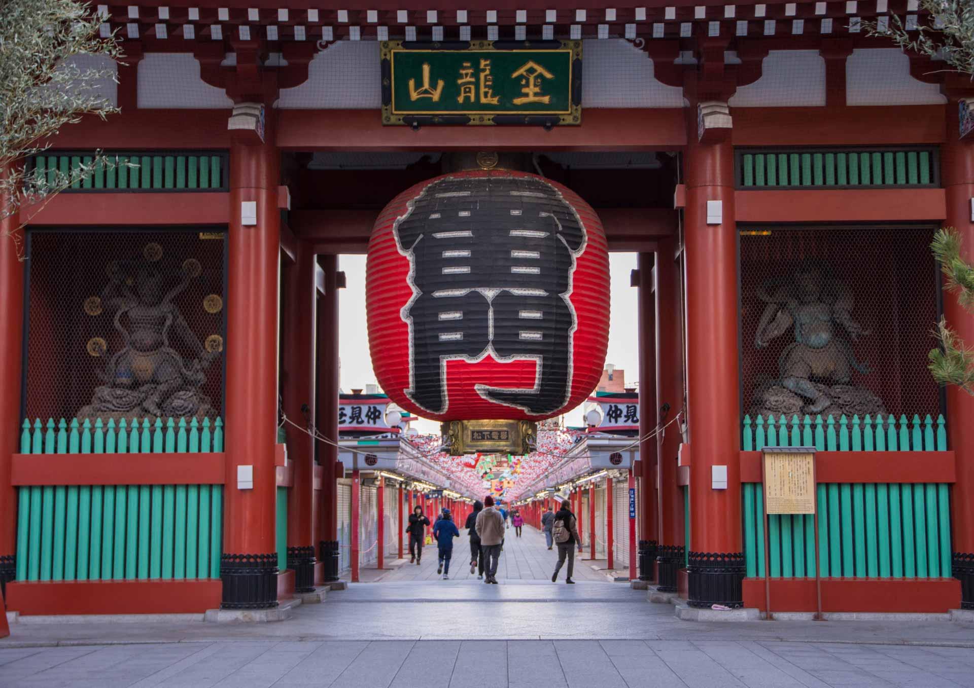 浅草寺のシンボル「雷門」