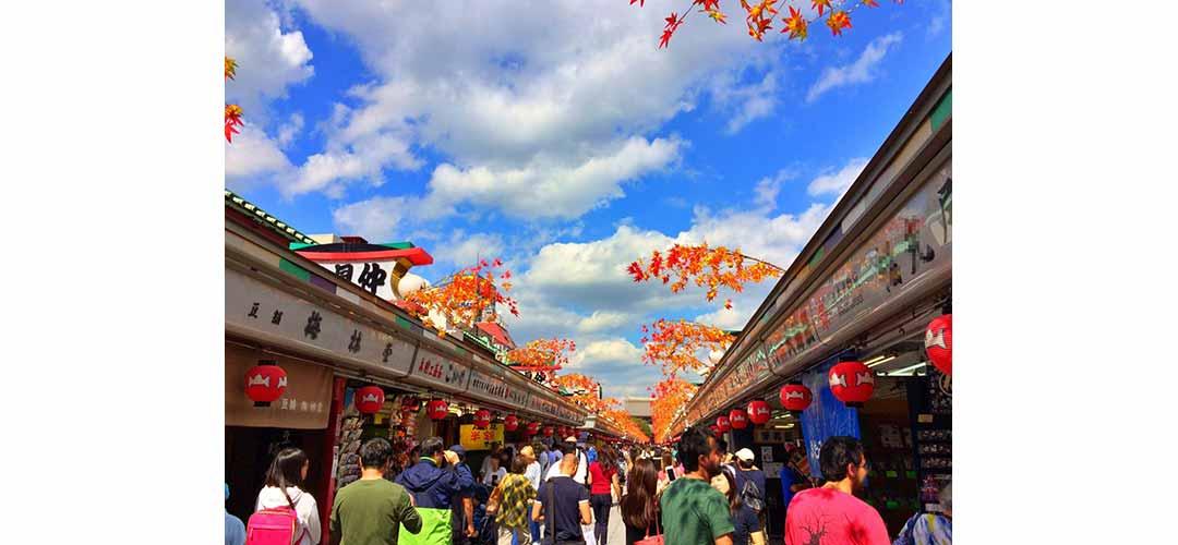 仲見世通りは日本で最も古い商店街のひとつです