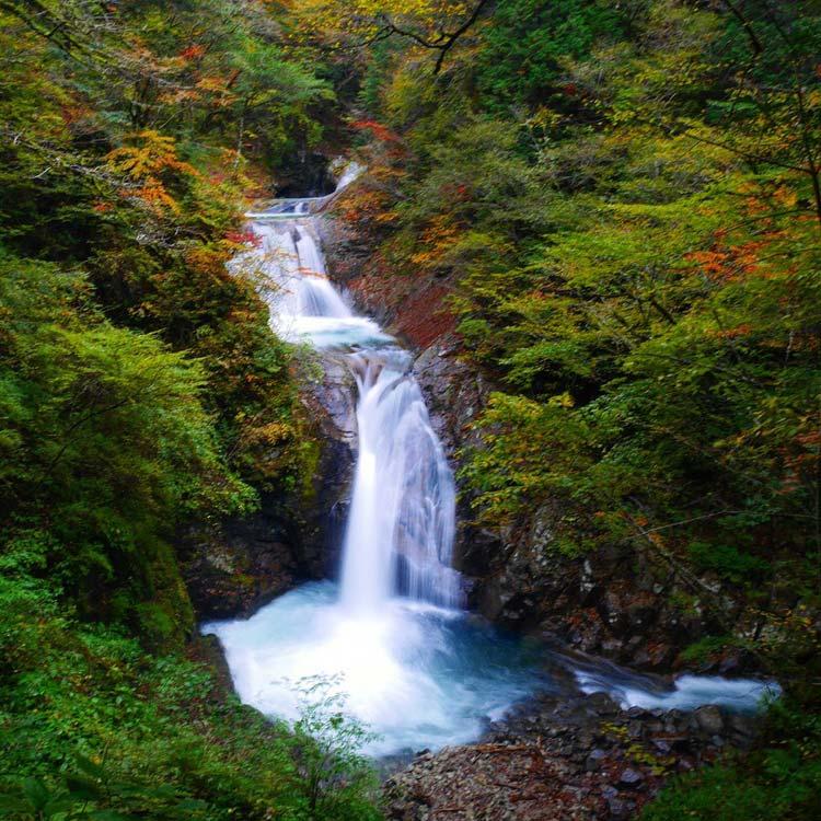七つの釜と五段の滝からなる