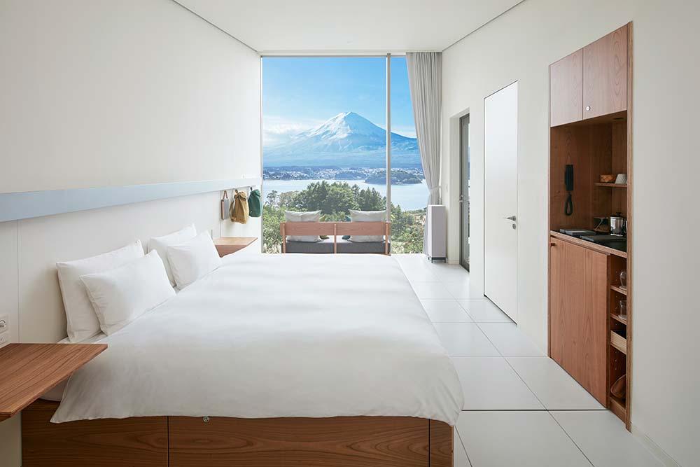 窓の外には富士山が