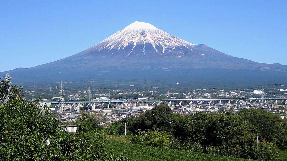 雄々しい富士山は世界中で有名です