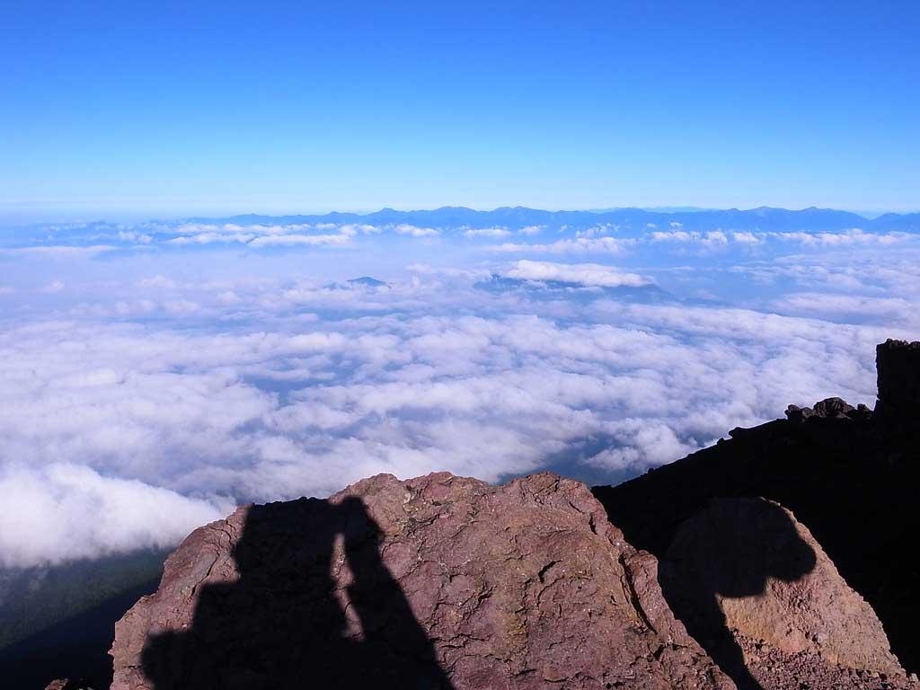 富士山頂からの光景は一生に一度は見ておきたい光景です