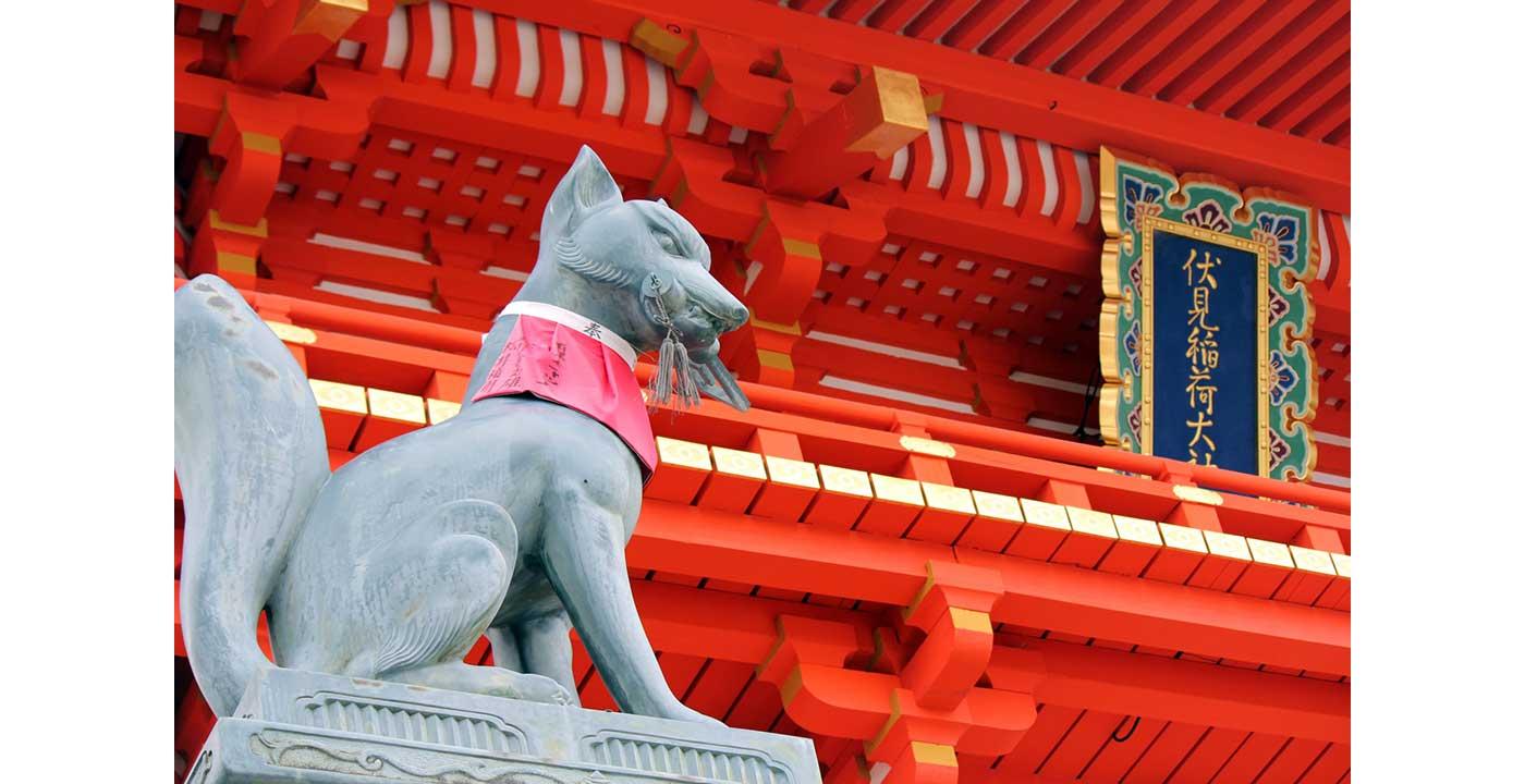 日本に約3万社あるという稲荷神社の総本宮です