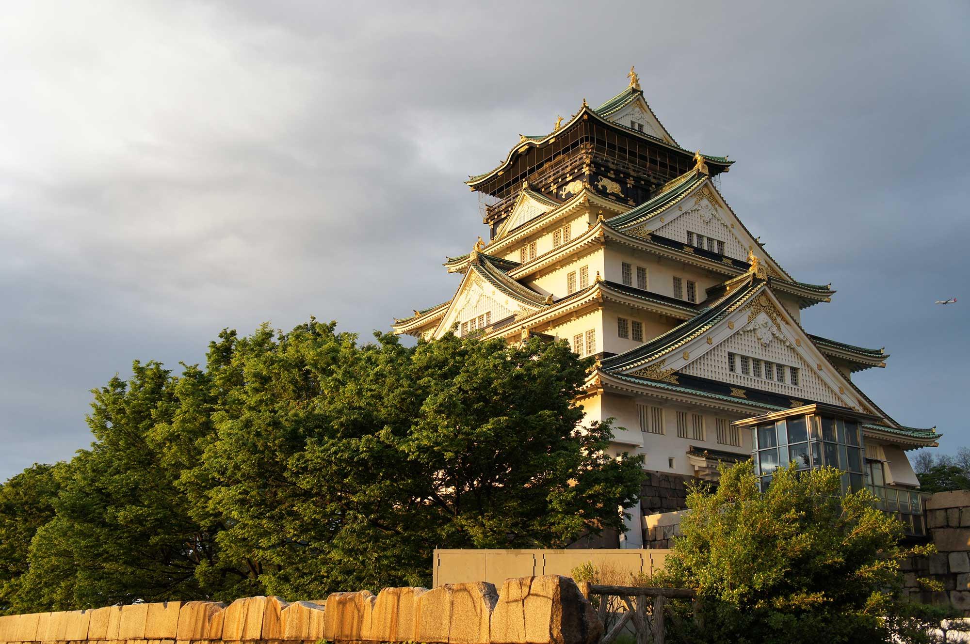 夕日に映える大阪城