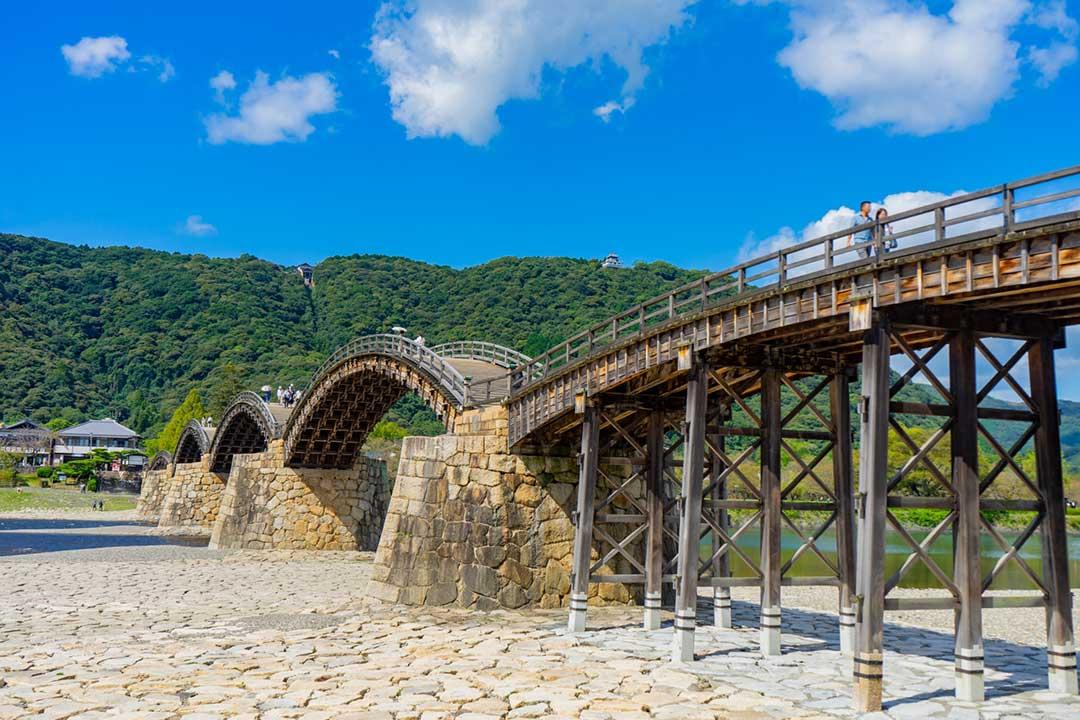 緑に溢れている錦帯橋