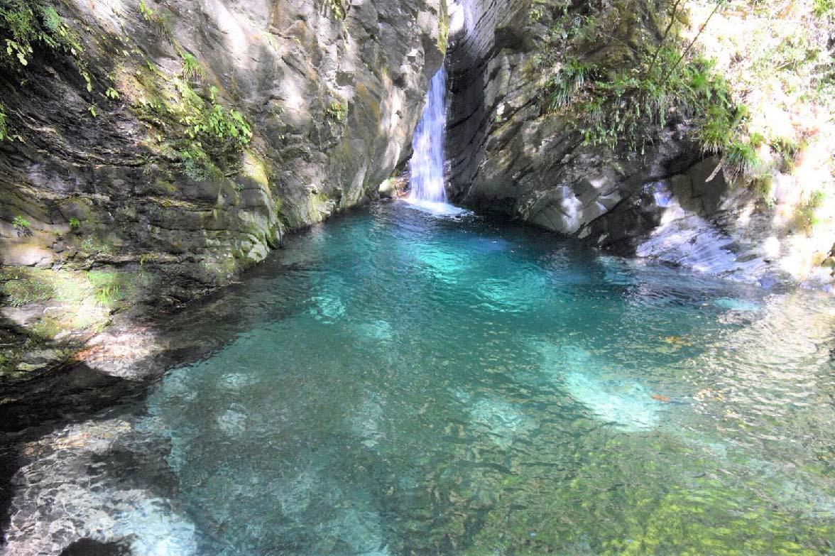 落差7mの美しい滝