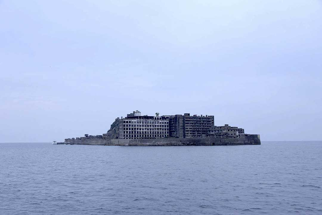 曇りの中の軍艦島