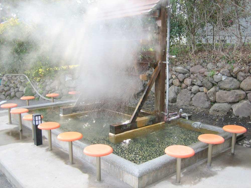 ひょうたん風呂の足湯場