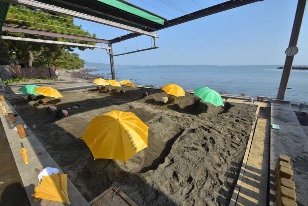 別府海浜砂場でデトックス砂湯体験