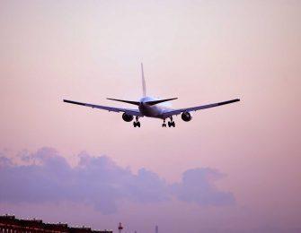 数分単位で飛行機が行き交います