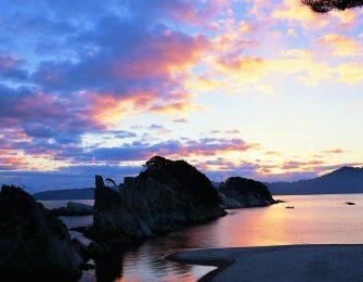 夕焼けに染まる浄土ヶ浜