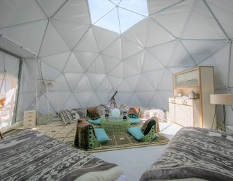 広いドームでゆったりくつろぐ