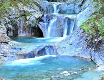 日本の滝100選に選ばれている景勝地