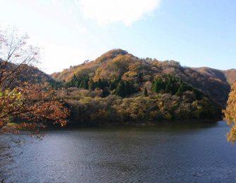 紅葉に色付いた花貫渓谷
