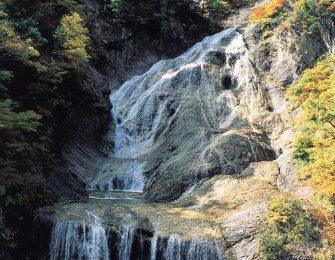 日本の滝百選にも選ばれています
