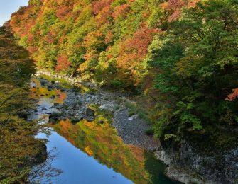 田沢湖を流れる玉川中流に続く全長10㎞の渓谷