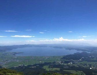 磐梯山から望む猪苗代湖