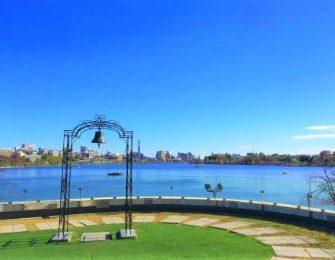 希望の鐘と千波湖