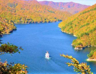 別名「銀山湖」と呼ばれています