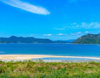 青い瀬戸内の海に浮かぶ大崎上島