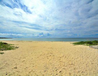 日本の渚100選の一つです