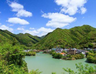 二津野ダム湖ほとりの温泉