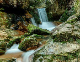 寂地峡には五つの滝が連続しています