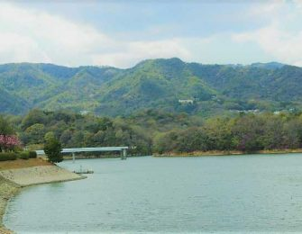 移り行く季節が美しい湖です