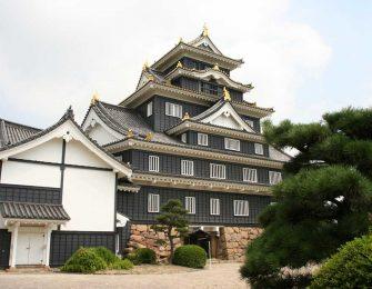 漆黒の天守が美しい岡山城