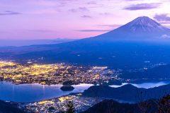 山梨県 日暮れの光景(富士山と河口湖
