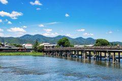 夏の渡月橋