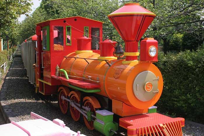 機関車に子どもたちも大興奮