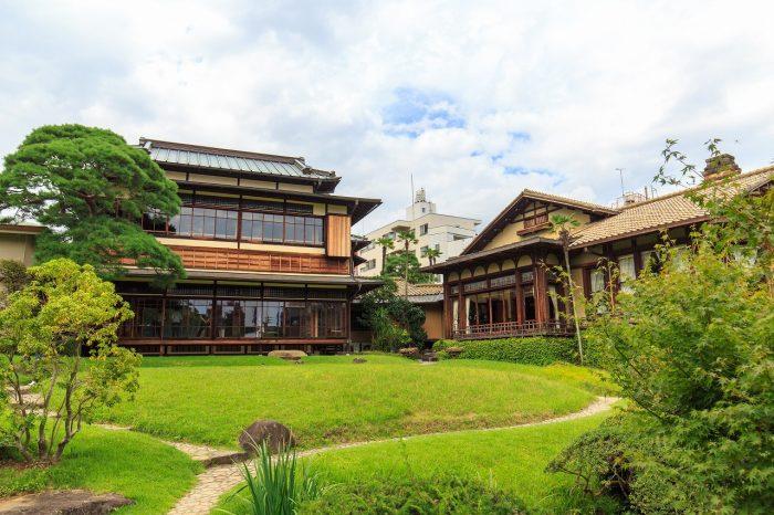 熱海 起雲閣の庭園と建物外観