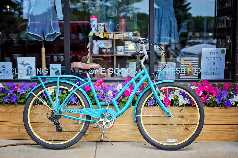 店前のヴィンテージ自転車