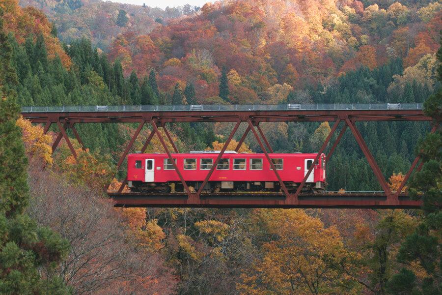 里山を走る秋田内陸縦貫鉄道